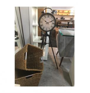 Relógio em Tripe e Cestos em Ratan